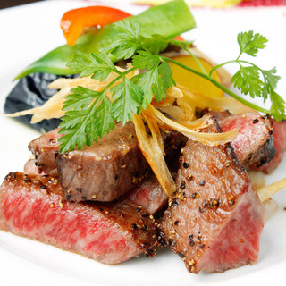 【Everybody eats and compares Kobe beef that boasts of the world】 All 7 dishes including appetizer, sushi Ninuki, Kobe beef steak (2 types of red meat) and dessert